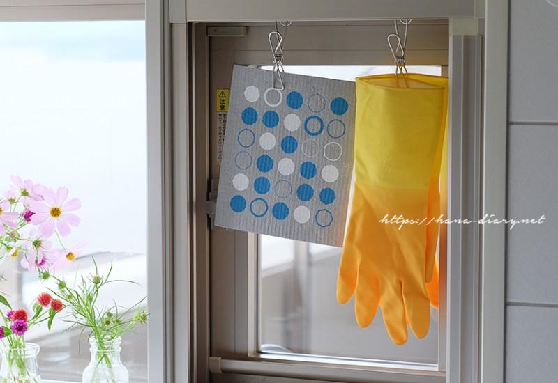 ミニマリストの台所と炊事手袋
